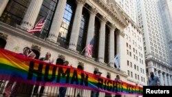 Демонстрация в Нью-Йорке в поддержку ЛГБТ