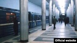 Платформа станции метро «Мешади Азизбеков»