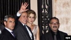 Бывший премьер-министр Италии и лидер партии Forza Italia Сильвио Берлускони (второй слева).