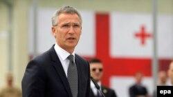 Jens Stoltenberg, la deschiderea centrului de antrenament Georgia-NATO din apropiere de Tbilisi, 27 august 2015