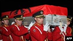 ارشیف، په ۲۰۱۲ کال کې په افغانستان کې یو وژل شوی البانیایی سرتېری