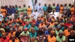 Çibokda azad edilən qızlardan bəziləri, arxiv fotosu