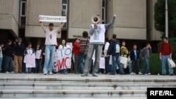 Архивска фотографија - Протести на студенти пред Правниот факултет во Скопје.