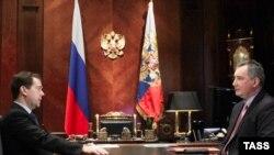 Дмитрий Медевев в беседе с представителем России в НАТО Дмитрием Рогозиным