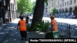 Решение рассчитывать плату за уборку мусора, исходя из объема потраченной электроэнергии, было принято еще прошлым летом