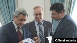 Встреча президента Армении Сержа Саргсяна (слева) с российскими парламентариями, Ереван, 26 марта 2011 г.