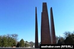 2-nji Jahan urşunda pida bolanlaryň hatyrasyna oturdylan monument hem göçüriler