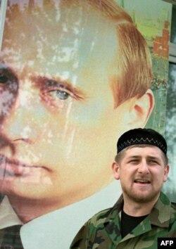 Рамзан Кадыров на фоне фото Владимира Путина