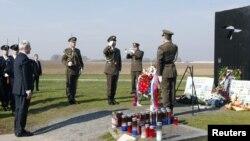 Tadić odao počast žrtvama na Ovčari, 4. novembar 2010.