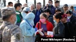 Блокпост на въезде в закрытый на карантин Алматы. 19 марта 2020 года.