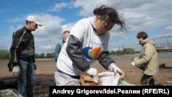 Гузель, вышедшая 19 октября на пикет, весь летний сезон приводила Гавриловскую рощу и берег в порядок вместе с другими активистами.
