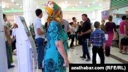 Aşgabatda welaýatlardan gelen käbir raýatlara uçar biletleri satylmaýar
