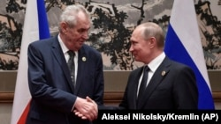 Президенты Чехии и России Милош Земан и Владимир Путин. 14 мая 2017 года.