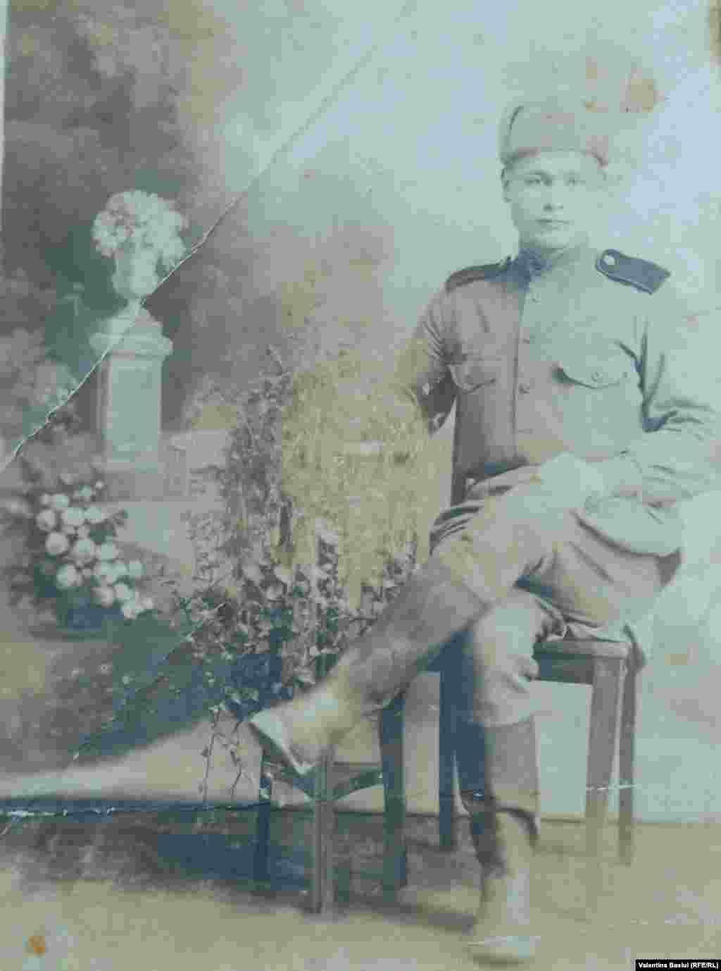 Gheorghe Bivol, veteran de război, în uniforma Armatei Roșii, Germania 1946