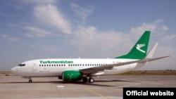 Түркменстан әуе жолдарының ұшағы. Ашхабад әуежайы.
