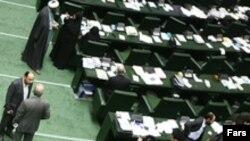 نمايندگان مجلس کليات لايحه اجرای سياست های کلی اصل ۴۴ قانون اساسی را تصويب کرده اند.