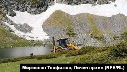 Репортажите за тежката техника, извършваща дейности край Седемте рилски езера, доведе до намесата на премиера Борисов и спирането на проекта