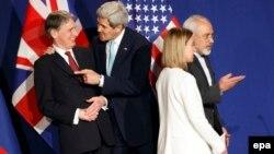 Շվեյցարիա - Մեծ Բրիտանիայի ԱԳ նախարար Ֆիլիպ Համոնդը, ԱՄՆ պետքարտուղար Ջոն Քերրին, Եվրամիության արտաքին հարաբերությունների և անվտանգության հարցերով բարձր ներկայացուցիչ Ֆեդերիկա Մոգերինին և Իրանի ԱԳ նախարար Մոհամադ Ջավադ Զարիֆը Լոզանում բանակցություններից հետո, 2-ը ապրիլի, 2015թ․