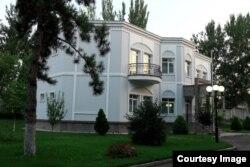 """""""Turkiston"""" rezidensiyasi hududidagi kottejlardan birida Gulnora Karimova saqlanayotgani aytilmoqda"""