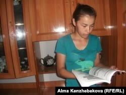 Мектеп оқушысы Нұрсезім Алмасбек. Қызылорда облысы, 27 маусым 2014 жыл.
