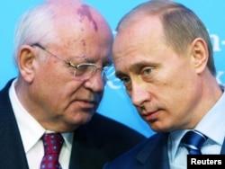 Михаил Горбачев и Владимир Путин, декабрь 2004 года