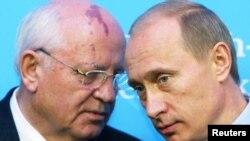 Михаил Горбачев и Владимир Путин. 2004 год