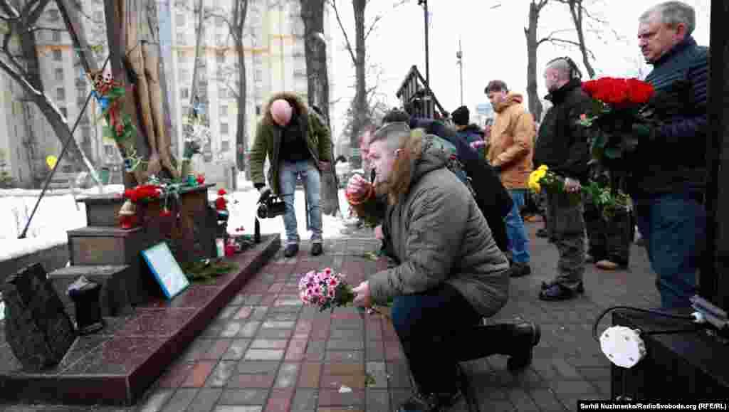 Акции в память о погибших проходят в Украине каждый год. Мемориальные плиты в их честь установлены на Институтской улице недалеко от Майдана.