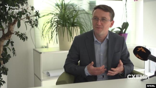 Аналітик інвестиційної компанії Олександр Паращій припускає, що будь-який бізнесмен із задовленням профінансує депутата чи міністра