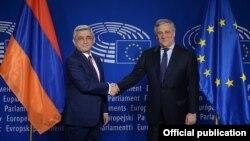 Avropa Parlamentinin başçısı Antonio Tajani (sağda) və Ermənistan prezidenti Serj Sarkisyan, Brüssel, 28 fevral 2017-ci il