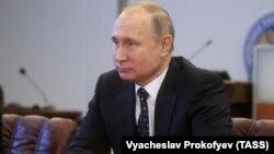ولادیمیر پوتین:نیروهای امنیتی روسیه مجازند در مواجهه با تهدیدات تروریستی، افراد مضمون را با شلیک گلوله، در محل از پای درآورند.