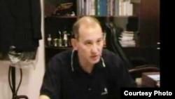 Мухтар Джакишев дает показания. Кадр видеозаписи, опубликованной на сайте «Ютуб». Ноябрь 2009 года.