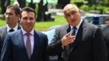 Premierul Macedoniei Zoran Zaev (stânga) și omologul său bulgar Boiko Borisov (dreapta)