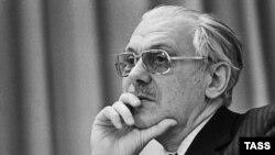 Poet Sergei Mikhalkov, 1971