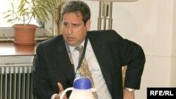 Роберт Амстердам, международный адвокат и правозащитник, в офисе Радио «Свободная Европа»/Радио «Свобода». Прага, 5 мая 2007 года.