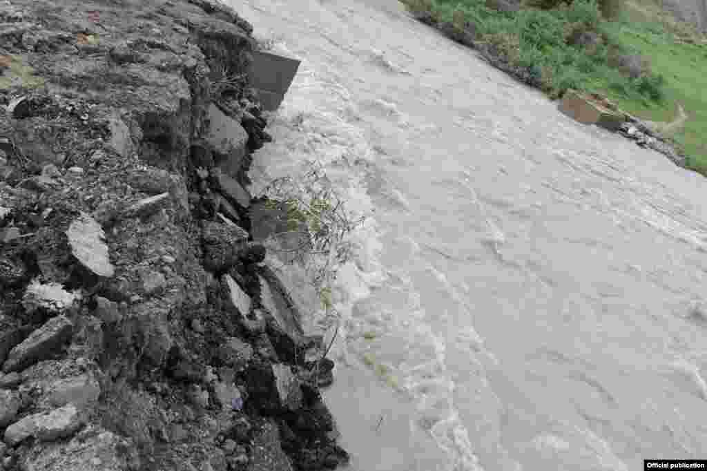 Всельском округе Сары-Булак на этом месте стоял мост.