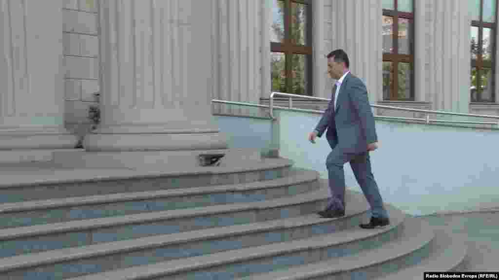 МАКЕДОНИЈА - Околу педесетина бомби за договарањето со кинеските власти, Ексим банка и компании околу изградбата на автопатските делници Миладиновци-Штип и Кичево-Охрид беа пуштени на новото рочиште од случајот Траекторија на Специјалното јавно обвинителство во Кривичниот суд во Скопје.