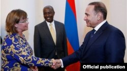 Armenia - Prime Minister Hovik Abrahamian meets with Laura Bailey, the World Bank's new country manager for Armenia, Yerevan, 12Sep2014.