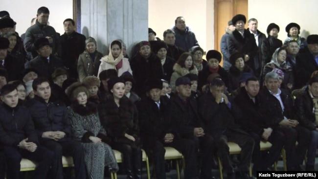Панихида по академику Мухтару Алиеву. Айсултан Назарбаев (первый слева), Нурали Алиев (второй слева). Алматы, 13 января 2015 года.
