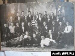 Әхмәт Габдиков икенче рәттә сулдан беренче физкультура курсларын тәмамлаучылар белән