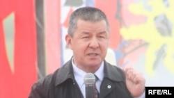 Kyrgyzstan -- One of leaders of the opposition movement Ismail Isakov speaks at a Grand Congress (Eldik Kurultay) of United Popular Movement, Arashan village near Bishkek, 25Apr2009