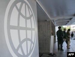 Logo na zgradi Svetske banke u Vašingtonu