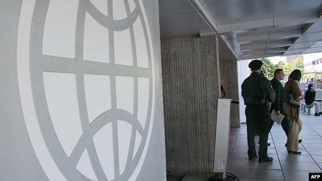 U.S. -- The logo of the World Bank at the entrance to the building in Washington, DC, 08May2007.