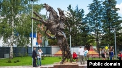 Русия шәһәрләрендә Ермак һәйкәлләре