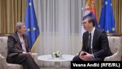 Komisioneri evropian, Johannes Hahn dhe presidenti i Serbisë, Aleksandar Vuçiq.