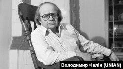 Иван Драч в своем доме в Киеве. 15 января 1985 года
