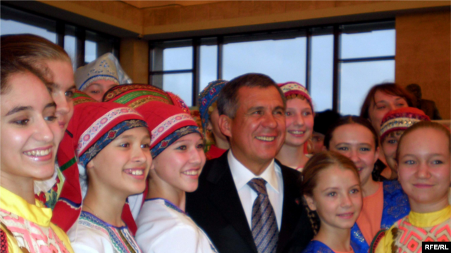 """Рустам Минниханов на форуме """"Молодые жители Татарстана"""", 19 ноября 2008 года."""