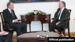 Джонатан Периш (слева) и Эдвард Налбандян, Ереван, 2 марта 2016 г.