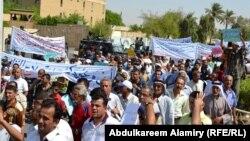 من مظاهرات في البصرة ضد الفساد ونقص الخدمات 2011