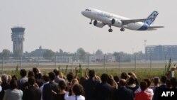 نخستین پرواز آزمایشی ایرباس۳۲۰نئو در سپتامبر ۲۰۱۴ در فرانسه