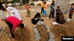 Палестинці оплакують загиблих родичів, 28 липня 2014